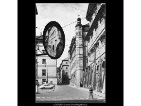 Malostranské náměstí a domy (3882-2), Praha 1965 srpen, černobílý obraz, stará fotografie, prodej