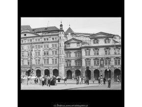 Dům Smiřických a Šternberský palác (3882-8), Praha 1965 srpen, černobílý obraz, stará fotografie, prodej