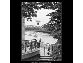 Vůně dálek… (3897-2), žánry - Praha 1965 srpen, černobílý obraz, stará fotografie, prodej