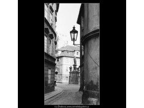 Pohled na Maltézské náměstí (3911-1), Praha 1965 srpen, černobílý obraz, stará fotografie, prodej