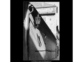 Stín od lampy na zdi (3912-1), Praha 1965 srpen, černobílý obraz, stará fotografie, prodej