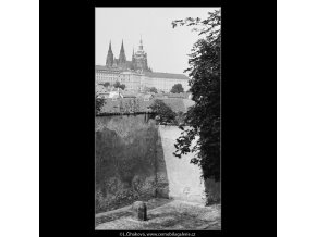 Pohled na Hrad (3917), Praha 1965 srpen, černobílý obraz, stará fotografie, prodej