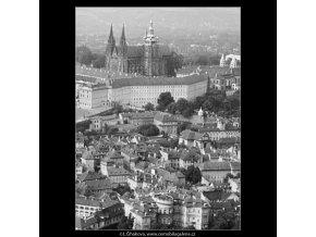 Hrad a střechy Malé strany (3919), Praha 1965 srpen, černobílý obraz, stará fotografie, prodej