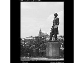 Socha J.Mánesa (3928), Praha 1965 červenec, černobílý obraz, stará fotografie, prodej
