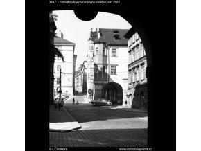 Pohled do Malostranského náměstí (3947-1), Praha 1965 září, černobílý obraz, stará fotografie, prodej