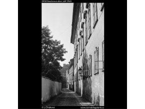 Nosticova ulice (3950), Praha 1965 září, černobílý obraz, stará fotografie, prodej