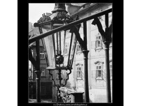 Lampa (3958), Praha 1965 září, černobílý obraz, stará fotografie, prodej
