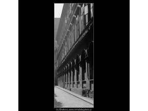 Pražská okna (3968), Praha 1965 září, černobílý obraz, stará fotografie, prodej