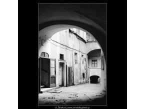 Pražské dvory (3973-2), Praha 1965 září, černobílý obraz, stará fotografie, prodej