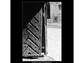 Pražské dvory (3993-1), Praha 1965 září, černobílý obraz, stará fotografie, prodej