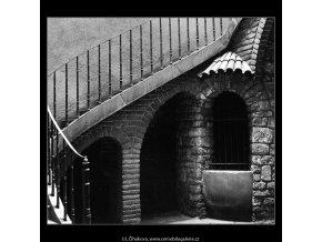 Pražské dvory (3997-1), Praha 1965 září, černobílý obraz, stará fotografie, prodej