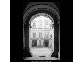 Pražské dvory (4033), Praha 1965 září, černobílý obraz, stará fotografie, prodej
