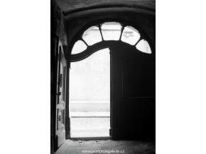 Dvůr domu U Francouzské koruny (4034-3), Praha 1965 září, černobílý obraz, stará fotografie, prodej