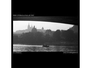 Průhled na Hrad (4060-1), Praha 1965 září, černobílý obraz, stará fotografie, prodej