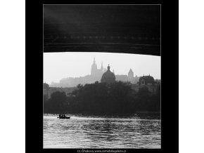 Průhled na Hrad (4060-2), Praha 1965 září, černobílý obraz, stará fotografie, prodej