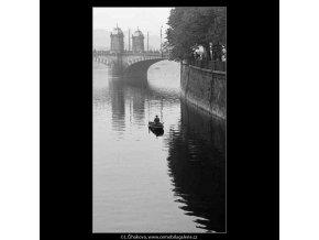Rybář (4063), žánry - Praha 1965 říjen, černobílý obraz, stará fotografie, prodej