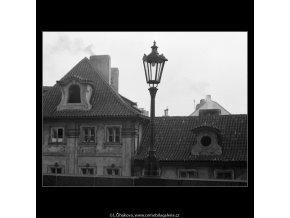 Lampa Karlova mostu (4086-2), Praha 1965 září, černobílý obraz, stará fotografie, prodej