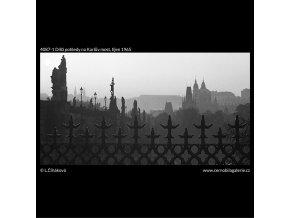 Dílčí pohledy na Karlův most (4087-1), Praha 1965 říjen, černobílý obraz, stará fotografie, prodej