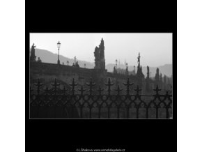 Dílčí pohledy na Karlův most (4087-3), Praha 1965 říjen, černobílý obraz, stará fotografie, prodej