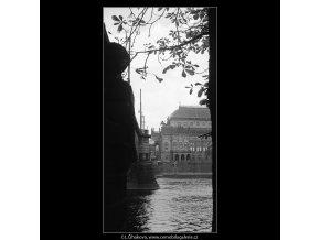 Pohled na Národní divadlo (4093), Praha 1965 říjen, černobílý obraz, stará fotografie, prodej