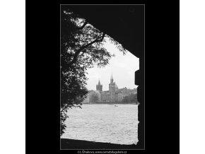 Pohled ke Karlovým lázním (4094), Praha 1965 říjen, černobílý obraz, stará fotografie, prodej