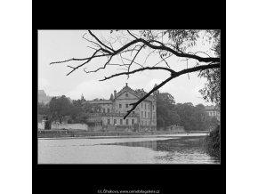 Pohled k Odkolkovu mlýnu (4099), Praha 1965 říjen, černobílý obraz, stará fotografie, prodej