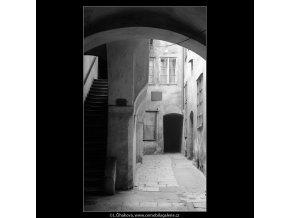 Pražské dvory (4126), Praha 1965 říjen, černobílý obraz, stará fotografie, prodej