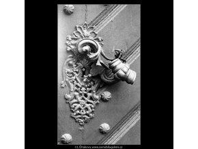 Staré zámky na dveřích (4191), Praha 1965 prosinec, černobílý obraz, stará fotografie, prodej