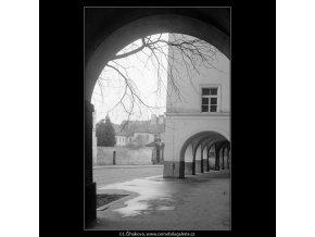 Pražská podloubí (4204-1), Praha 1965 prosinec, černobílý obraz, stará fotografie, prodej
