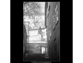 Z Nerudovy ulice (4207-2), Praha 1965 prosinec, černobílý obraz, stará fotografie, prodej