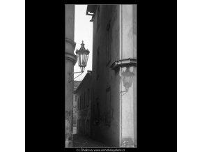 Lampa a její stín (4213), žánry - Praha 1965 prosinec, černobílý obraz, stará fotografie, prodej