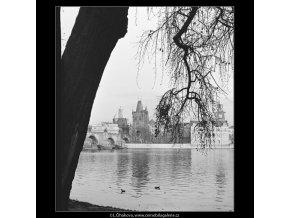 Pohled z Kampy (4220-1), Praha 1965 prosinec, černobílý obraz, stará fotografie, prodej
