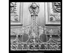Mříž (4253), Praha 1966 leden, černobílý obraz, stará fotografie, prodej
