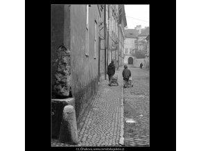 Pohled do Nosticovy ulice (4320), Praha 1966 únor, černobílý obraz, stará fotografie, prodej