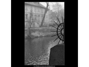 Zátiší u Čertovky (4345-1), Praha 1966 březen, černobílý obraz, stará fotografie, prodej