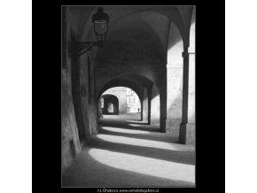 Podloubí (4386-1), žánry - Praha 1966 březen, černobílý obraz, stará fotografie, prodej