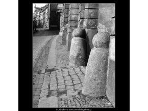 Patník (4387), žánry - Praha 1966 březen, černobílý obraz, stará fotografie, prodej