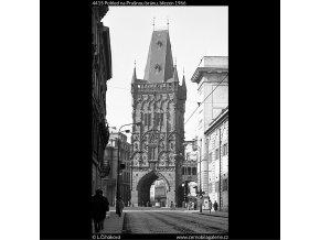 Pohled na Prašnou bránu (4415), Praha 1966 březen, černobílý obraz, stará fotografie, prodej