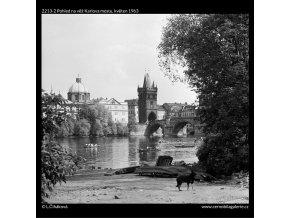 Pohled na věž Karlova mostu (2213-2), Praha 1963 květen, černobílý obraz, stará fotografie, prodej