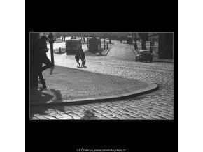 Ústí Jiráskova náměstí (4503-1), Praha 1966 květen, černobílý obraz, stará fotografie, prodej