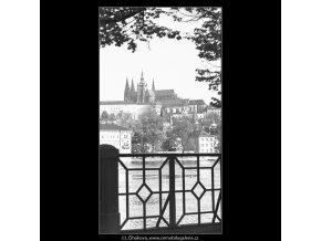 Pohled na Pražský hrad (4512), Praha 1966 květen, černobílý obraz, stará fotografie, prodej