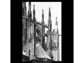 Pohled na střechu sv.Víta (4532-2), Praha 1966 květen, černobílý obraz, stará fotografie, prodej