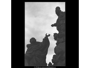 Sochy Karlova mostu (4542-1), Praha 1966 květen, černobílý obraz, stará fotografie, prodej