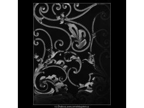 Mříž na domě U zlatého lva (2315), Praha 1964 , černobílý obraz, stará fotografie, prodej
