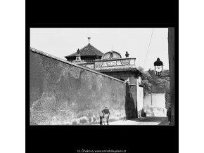 Z Černínské ulice (4556), Praha 1966 červen, černobílý obraz, stará fotografie, prodej