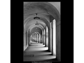 Podloubí na Pohořelci (4558), Praha 1966 červen, černobílý obraz, stará fotografie, prodej