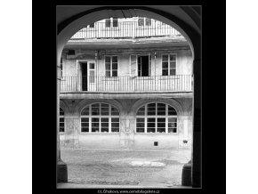 Pohled do dvora (4564), Praha 1966 červen, černobílý obraz, stará fotografie, prodej