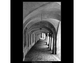Pražská podloubí (4565-3), Praha 1966 červen, černobílý obraz, stará fotografie, prodej