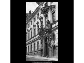 Thun-Hohenštejnský palác (4585), Praha 1966 červen, černobílý obraz, stará fotografie, prodej