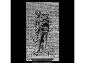 Socha (4599-28), Praha 1966 červenec, černobílý obraz, stará fotografie, prodej